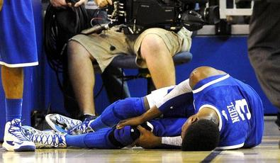 Nerlens_noel_knee_floor