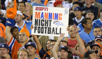 Manning_night_football