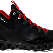 Reebok-wall-season-3-zig-escape-black-white-red-1