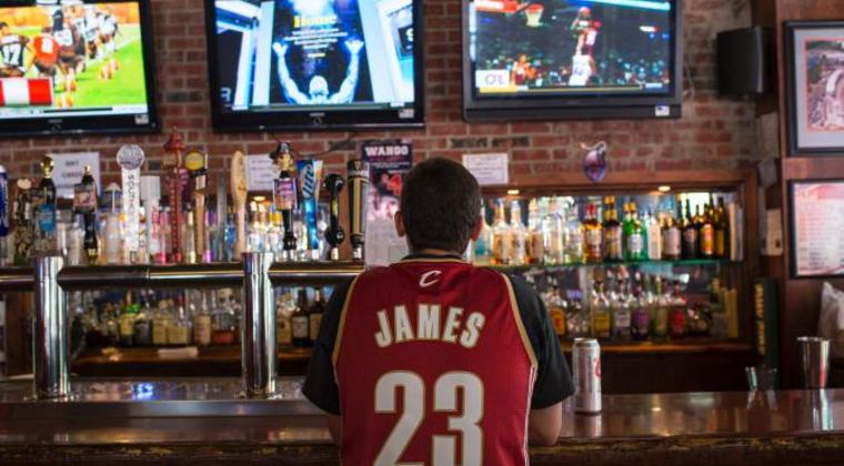 452040326-cleveland-cavaliers-fan-wearing-a-lebron-james-jersey.jpg.crop.rtstoryvar-large